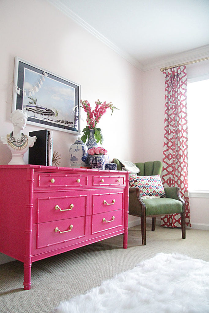 hot pink bamboo dresser, guest room colors, blue and white ginger jars