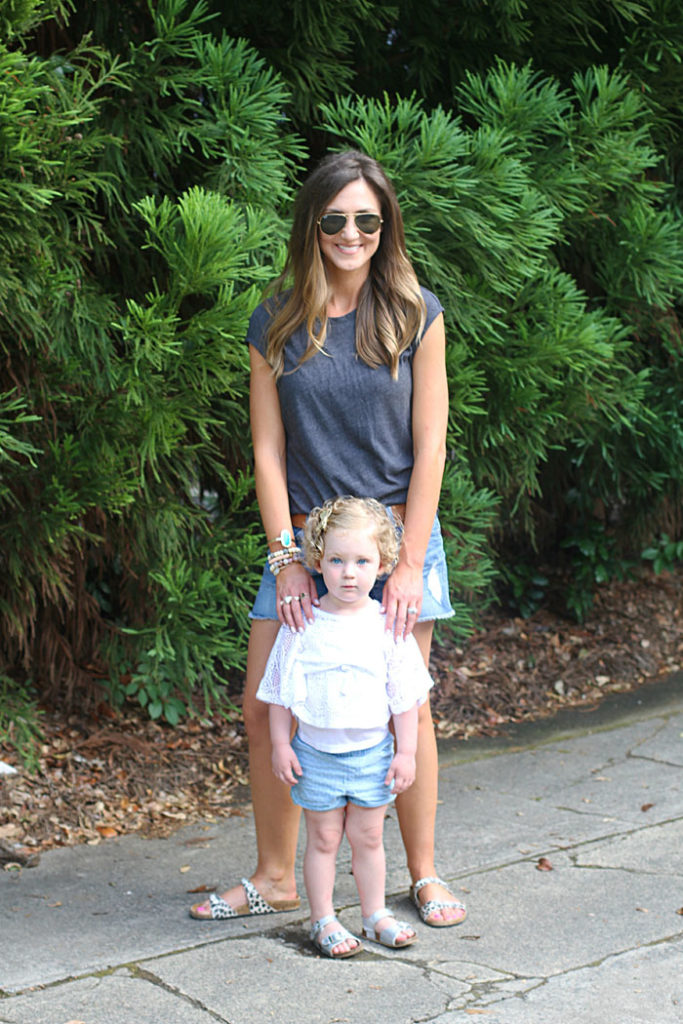 mom uniform, summer outfits, denim shorts, casual wear,