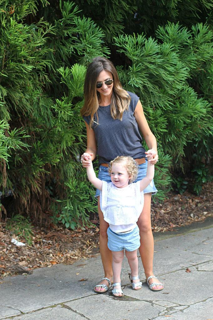 summer outfits, denim shorts, mom uniform, leopard sandals