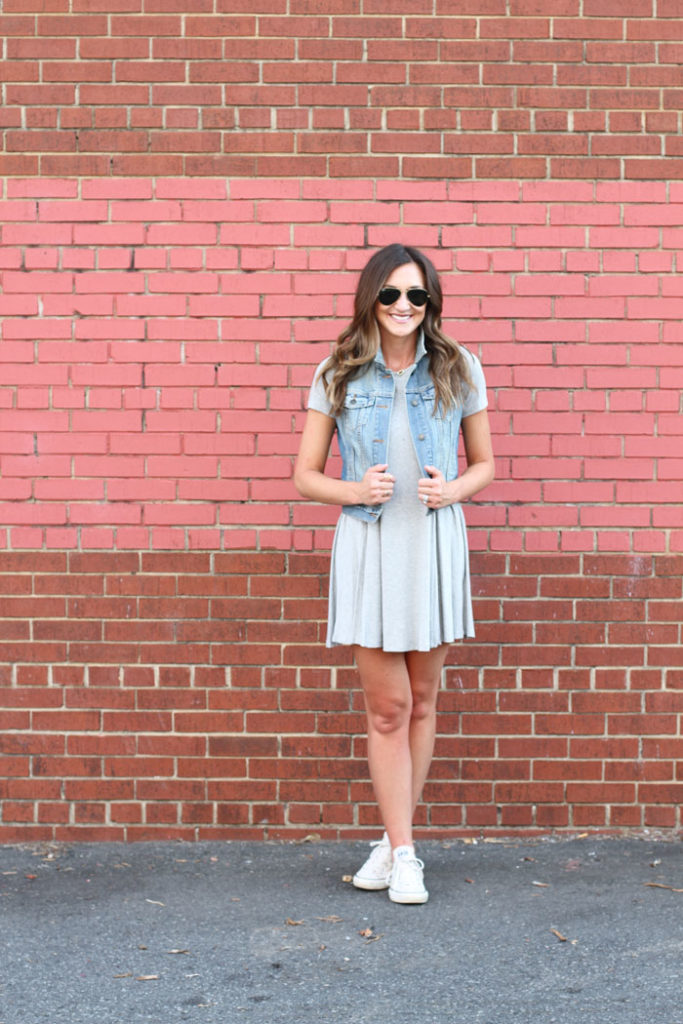 swing dress, casual dress, converse, denim vest, chic mom