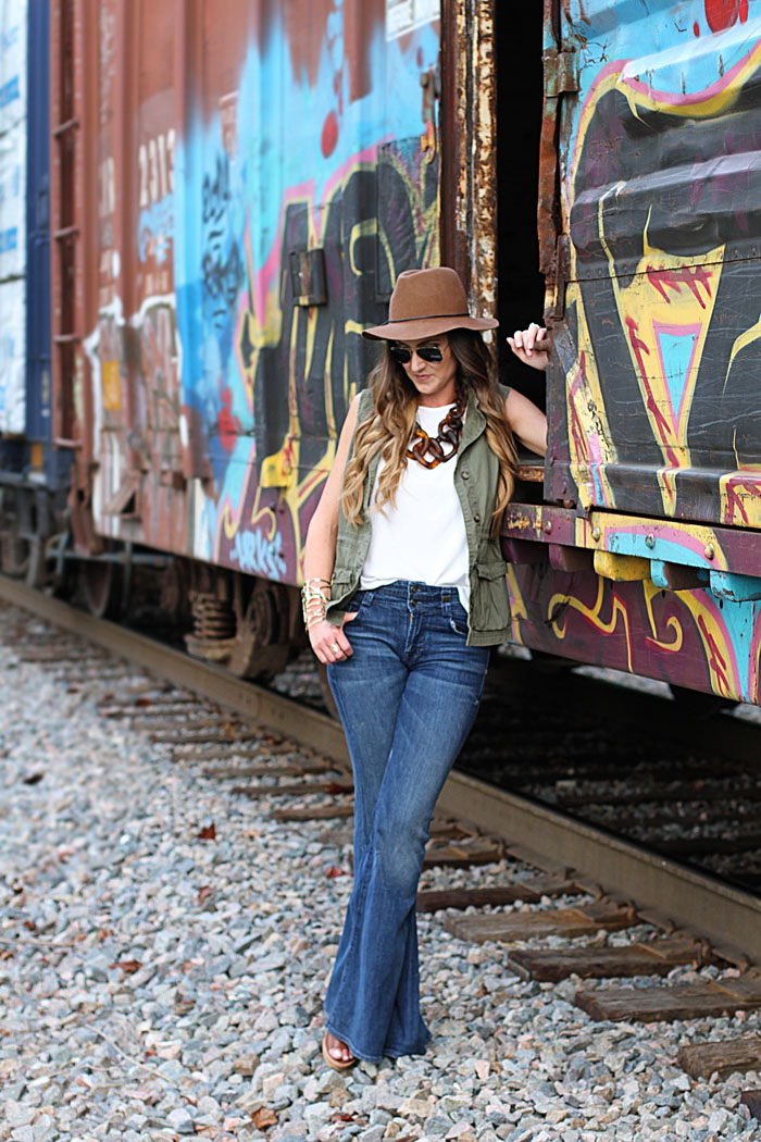 Flare denim, felt hat, link necklace, aviators