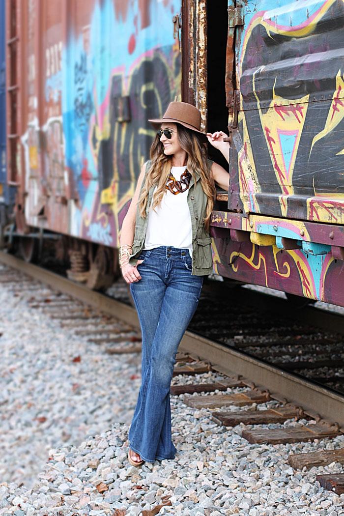 Flare denim, link necklace, floppy hat, how to wear flare denim, utility vest