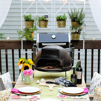 The Perfect Outdoor Pizza Party!