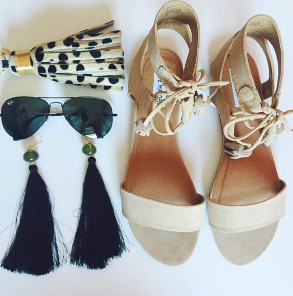 steve madden sandals, tassel earrings, black ray bans