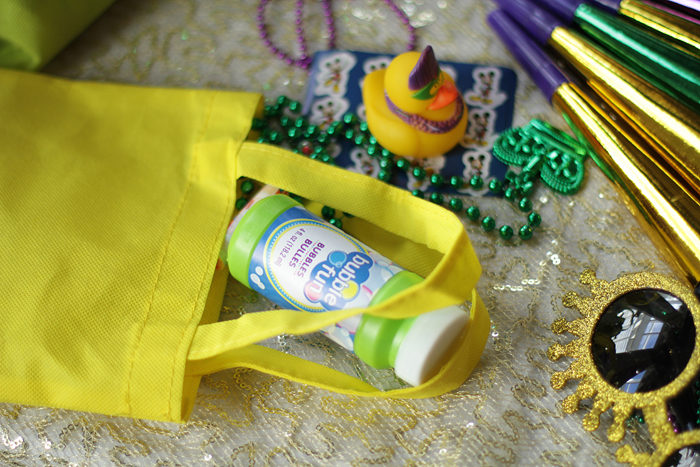 favor bag, mardi gras party, mardi gras beads