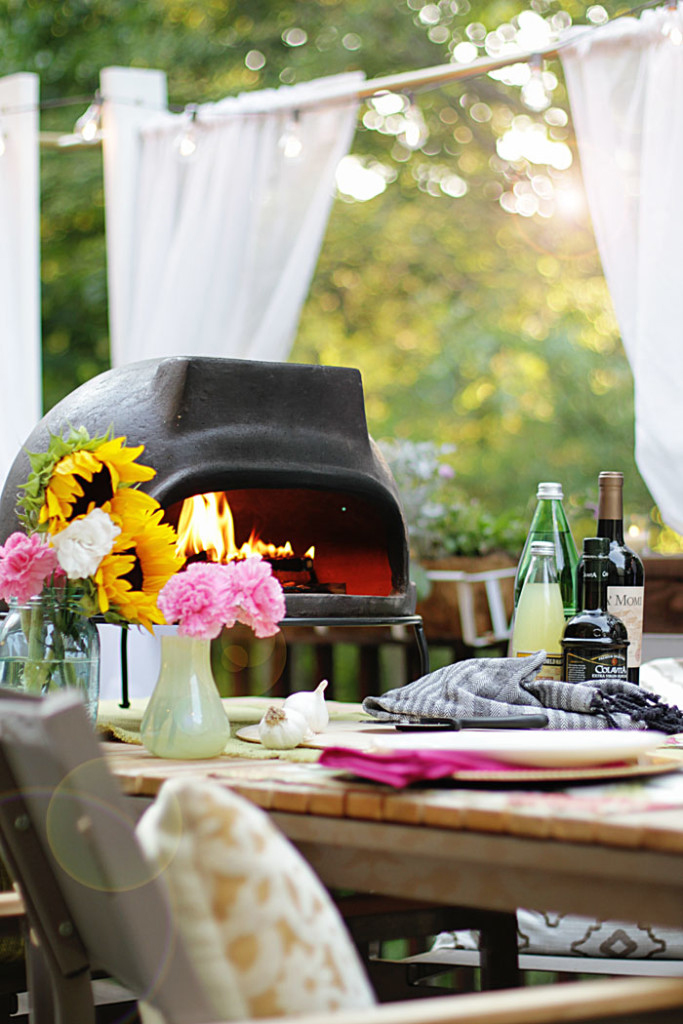 The perfect family pizza party using an outdoor pizza oven!