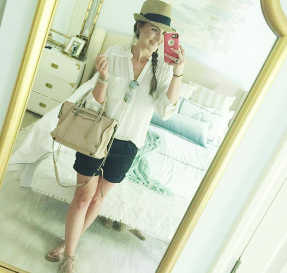 Chic mom outfit with tunic, denim shorts and fedora