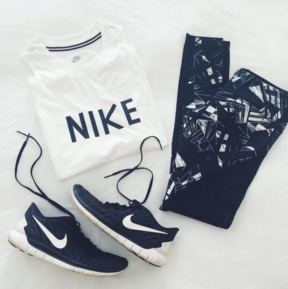Chic athleisure outfit with Nike top and Zella live in leggings