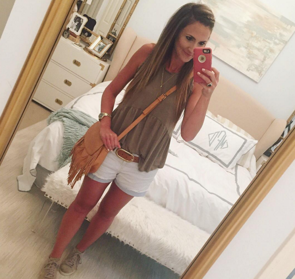 Blogger Mallory Fiztsimmons of Style Your Senses wears an inexpensive Target tank with a boho crossbody for a casual #momiform outfit