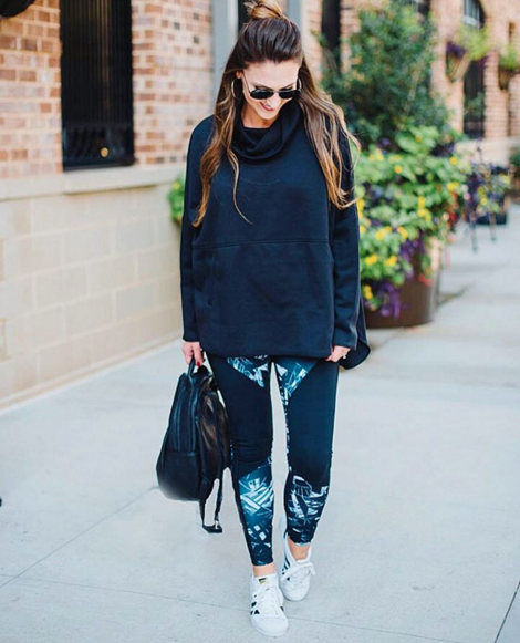 Awesome Fall Athleisure outfit that is #carpoolchic for busy moms