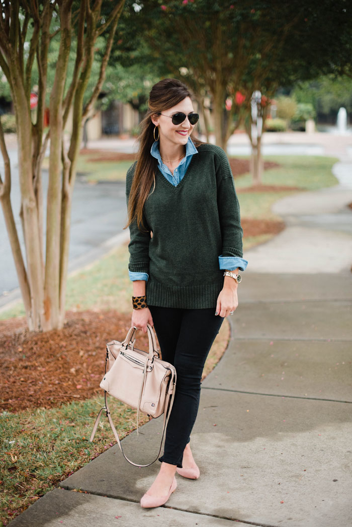 Blogger Mallory Fitzsimmons wears a layered, casual outfit that's perfect for the busy mom on the go.