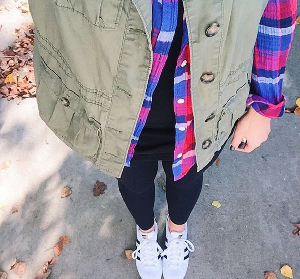 Army Green utility vest with tights and sneakers for a casual OOTD