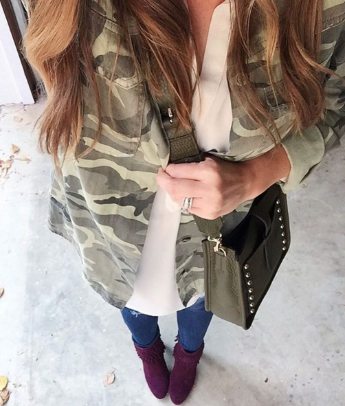 Casual outfit inspiration with camo jacket and plum booties
