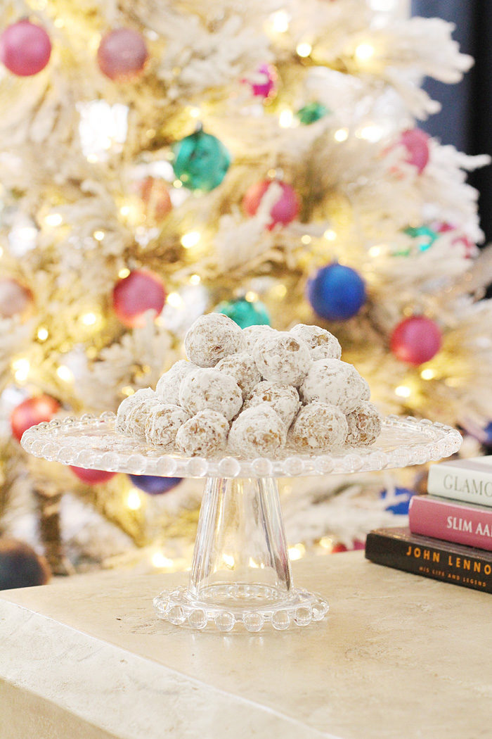 recipe for date balls which make an amazing christmas dessert