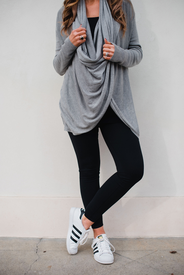 Cute Athleisure outfit for busy moms with this versatile cardigan that can be worn two ways!