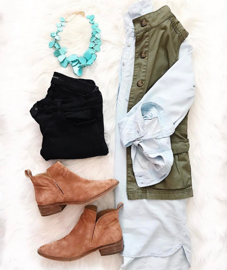 Casual and practical outfit that's perfect for a busy mom. This chambray tunic is versatile and so comfy!