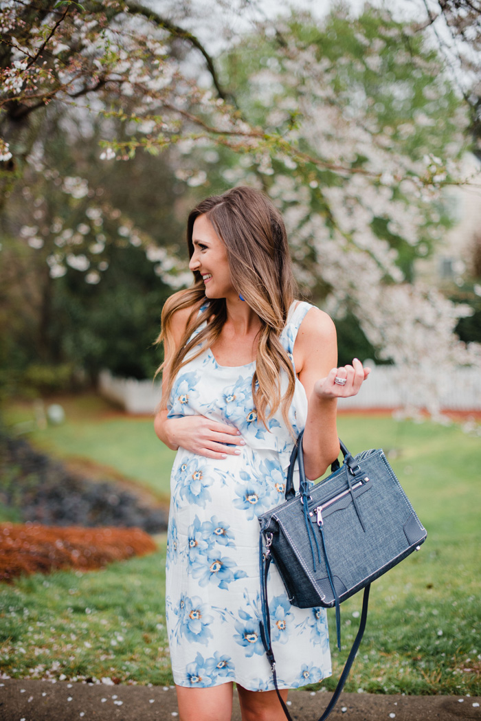 Nursing and maternity dress | Cute spring maternity style