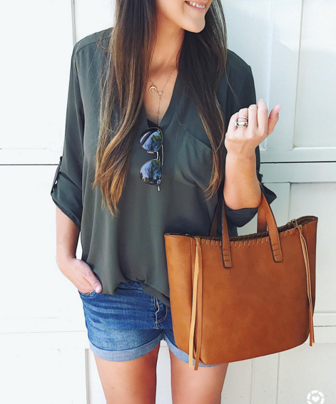 Cute and casual Summer mom style outfit