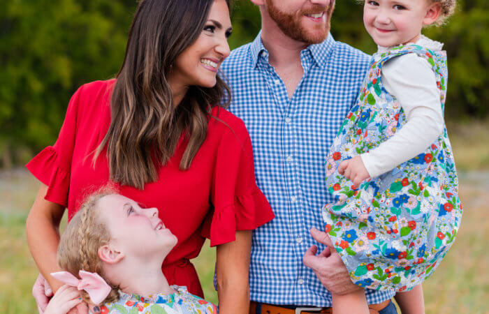 family posing tips | fall family photos | coordinating outfits | Style Your Senses