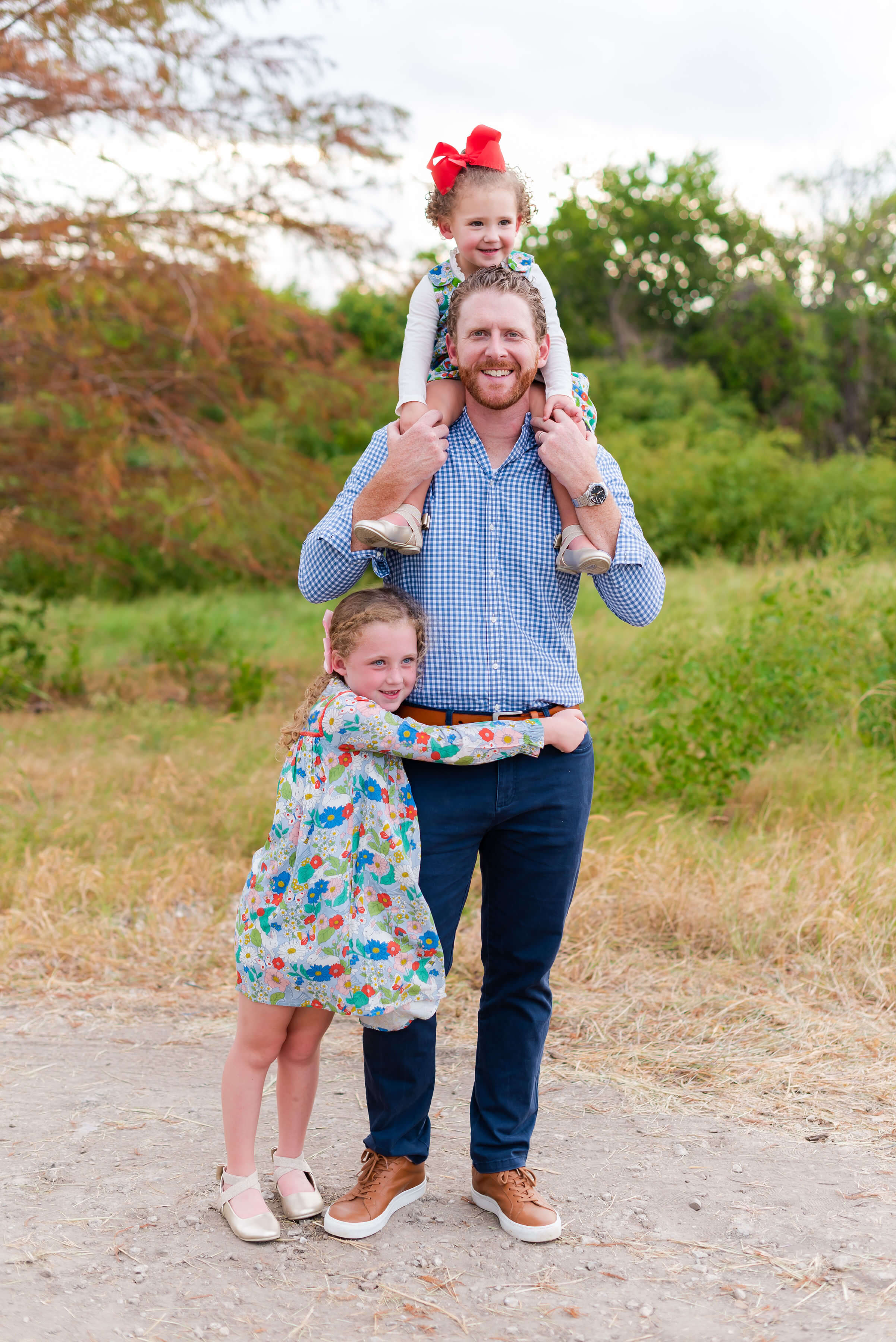 daddy daughter photos | fall family photo outfit ideas | Style Your Senses